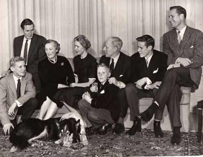 Одно из семейств фон Кейзерлинг, разбросанных по всему миру. Фото 1955 года