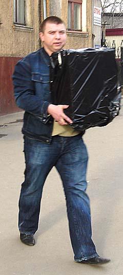 Сначала следователь Белик выносил компьютеры из редакции «Новых колёс»
