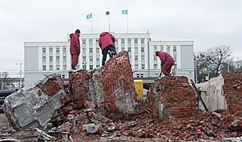 Снос Ленина на площади Победы