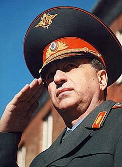 Генерал Кириченко оставил след, и по  этому  следу идут...