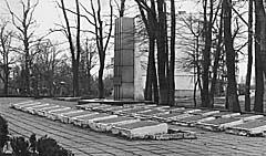Мемориал в пос. Чкаловск. 1980-е годы