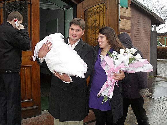 Василий Бурбах с женой и ребёнком