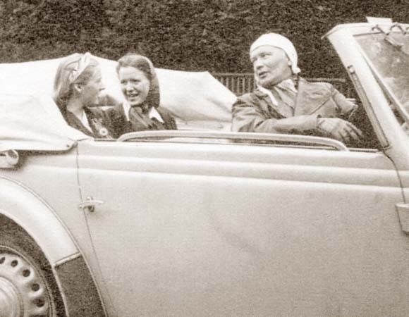 Ханнс Хопп за рулём своего кабриолета, 1939 год