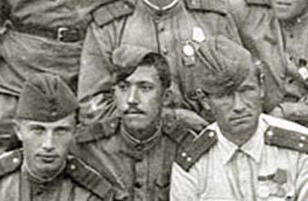 Юрий Никулин (в центре)