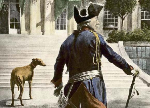 В свою постель Фридрих II пускал только собак