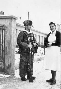 Бруно Суткус и медсестра Красного Креста Эрика Ленц, декабрь 1944 года