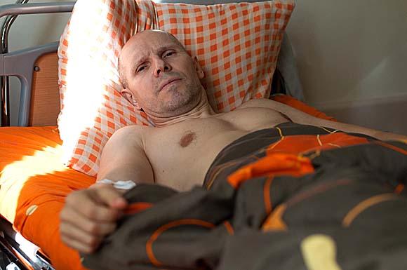 Игорь Рудников в больничной палате (второй день после покушения), 18 марта 2016 года