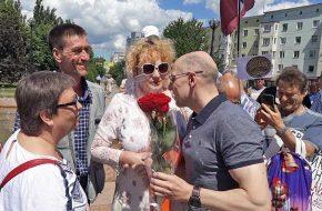 ЭТО НАША ПОБЕДА! Игорь Рудников пришёл на митинг и пожал руку каждому