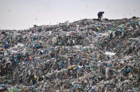 СВАЛКА ПОД ЗНАМЕНСКОМ ЖДЁТ АЛИХАНОВА. Сможет ли губернатор убрать мусор?
