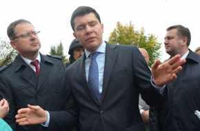 «ПУБЛИКЕ ИХ ЗНАТЬ НЕОБЯЗАТЕЛЬНО». Губернатор Алиханов не скрывает только любви к ФСБ