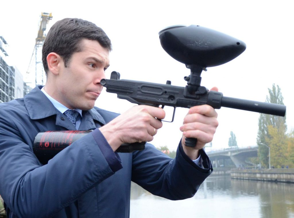 Алиханов стреляет