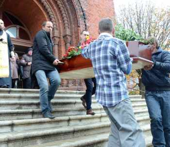 СВАРИЛИ ЗАЖИВО-3. В Черняховске похоронили футболиста, зверски убитого в полиции