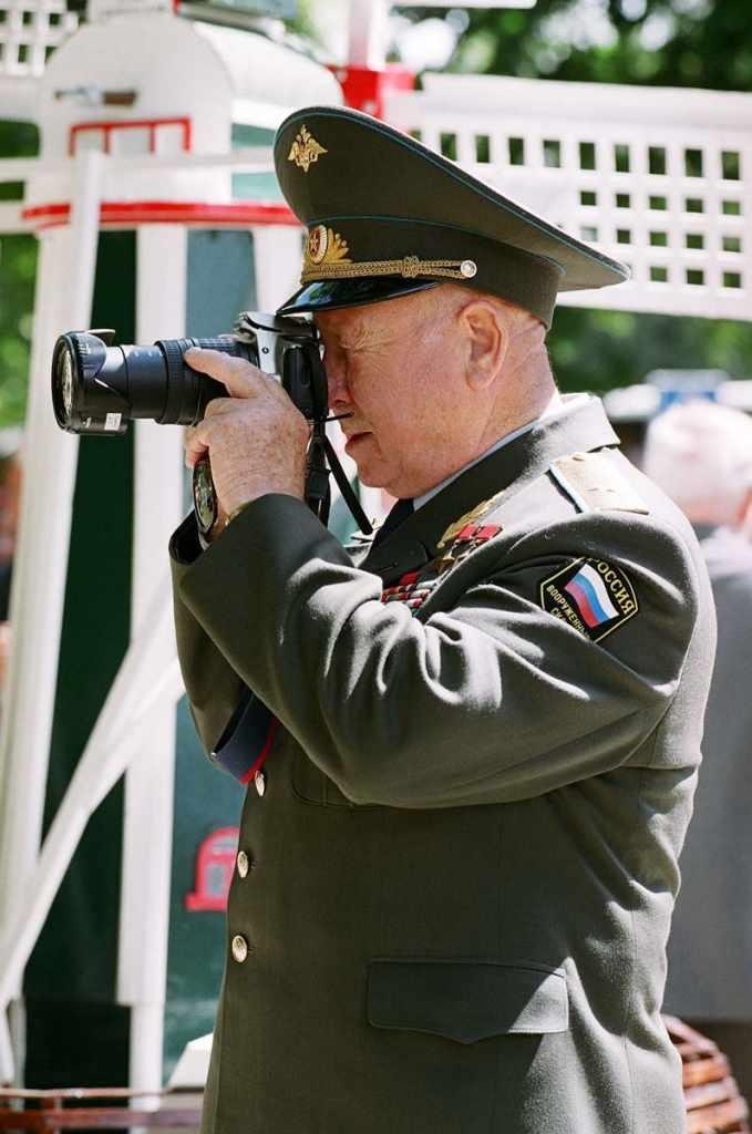 Алексей Леонов с фотоаппаратом