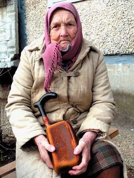 бабушка с хлебушком