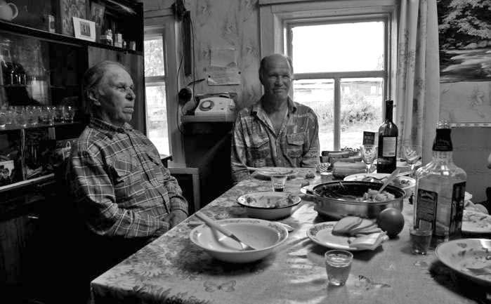 мужики обедают