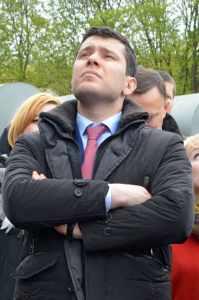 губернатор Алиханов задрал голову