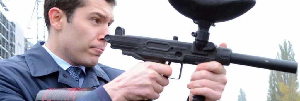 губернатор Антон Алиханов стреляет