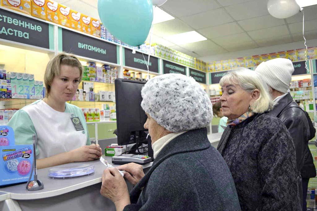 бабушки в аптеке
