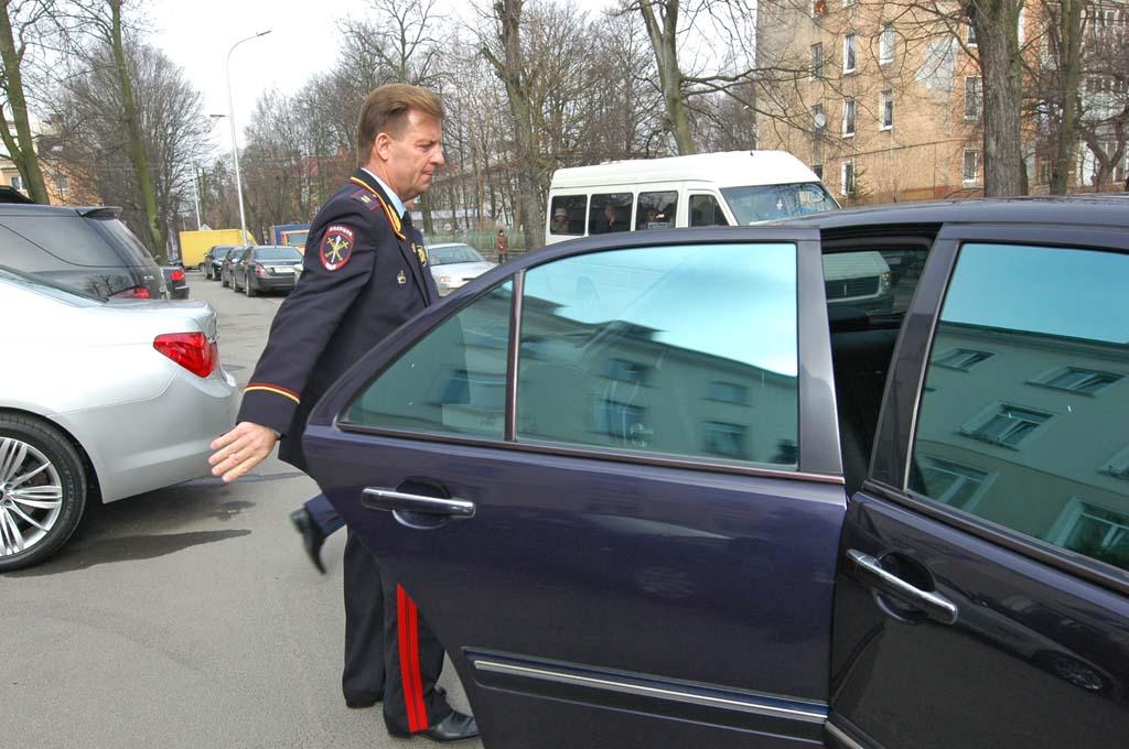 Евгений Мартынов служебный автомобиль