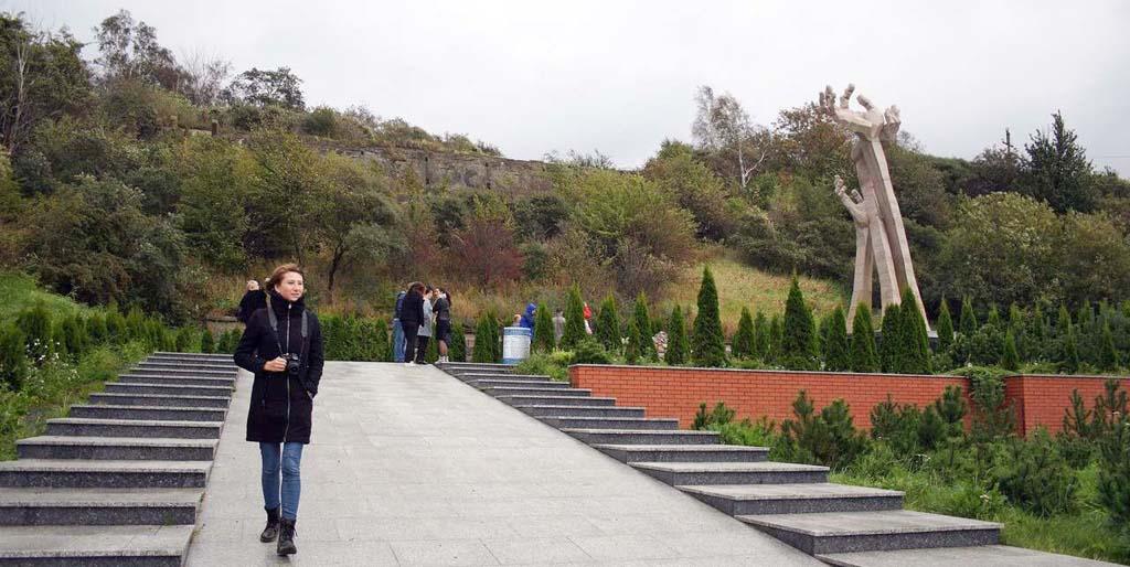 Памятник жертвам Холокоста в Янтарном