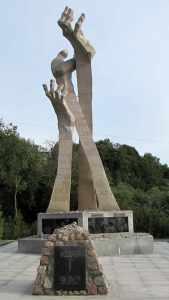 памятник погибшим евреям Янтарный