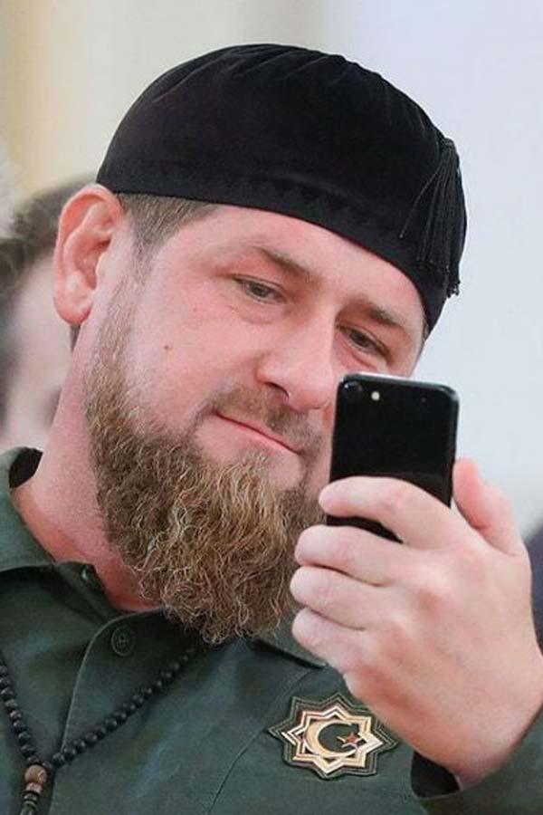 Рамзан Кадыров со смартфоном