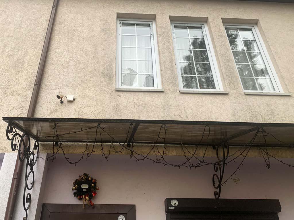 разбитое окно в доме Зинатулиных