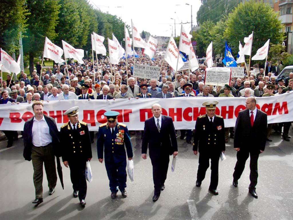 Игорь Рудников на митинге военных пенсионеров