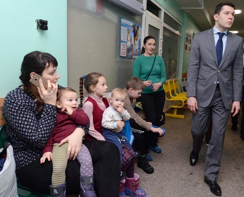 губернатор Алиханов в детской поликлинике