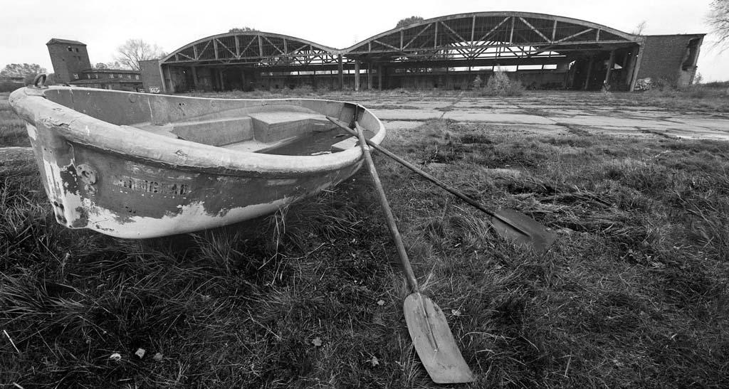 ангары на Балтийской косе, авиабаза Нойтиф, фото - Борис Регистер