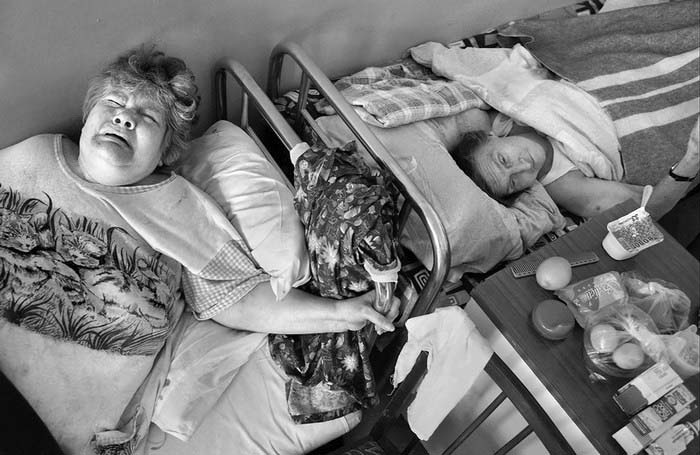 пенсионерки в больничной палате