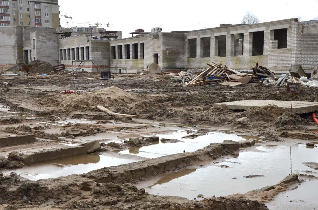 брошенная школа в Калининграде на ул. Артиллерийской