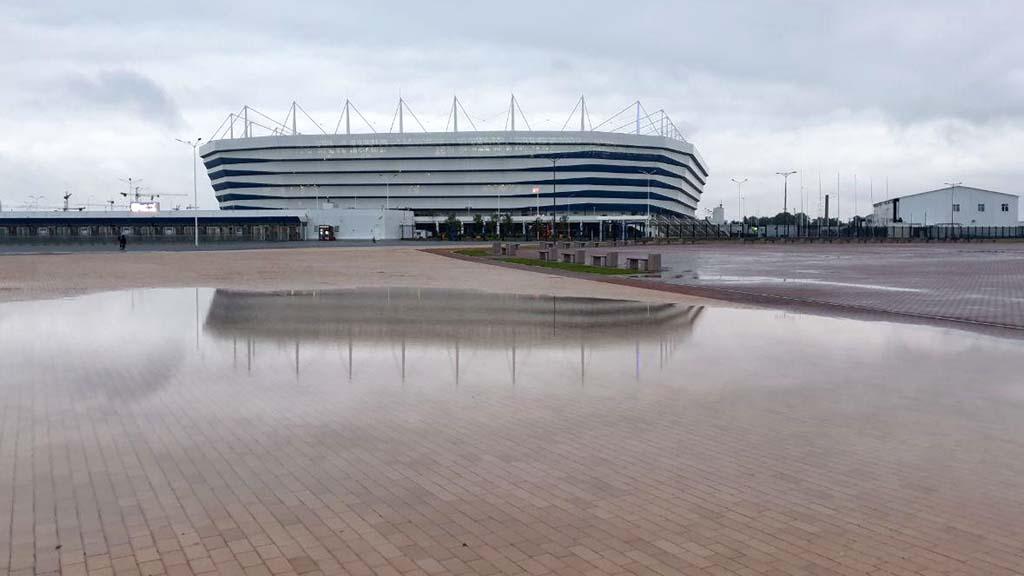 стадион Калининград тонет в болоте