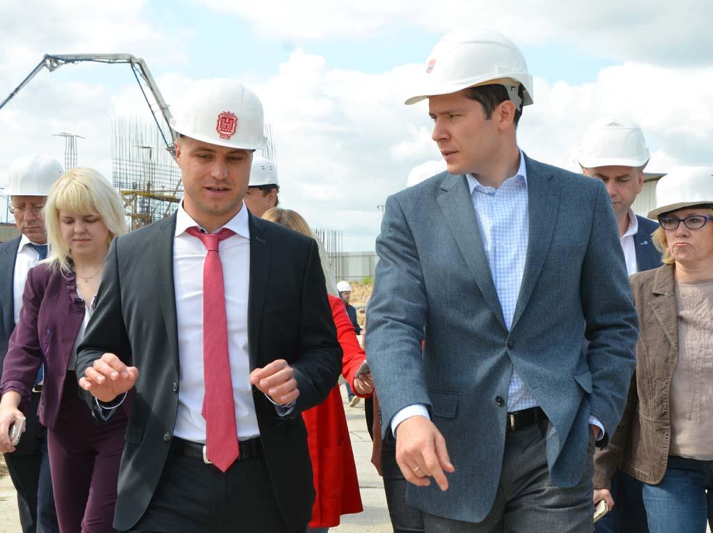 Министр Сергей Черномаз и губернатор Антон Алиханов онкоцентр