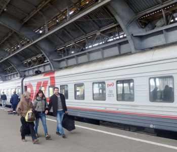 ЧЁРНЫЙ СМОКИНГ, КОРОНА И ПОЕЗД. Ковид-путешествие из Калининграда в Питер. И обратно