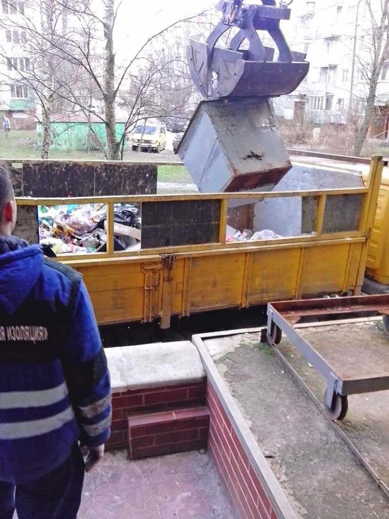вывоз мусора Калининград боковая погрузка манипулятор