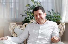 ЧИНОВНИКИ БОГАТЕЮТ, А НАРОД – БЕДНЕЕТ. Благосостояние министров губернатора Алиханова выросло в 1,6 раза