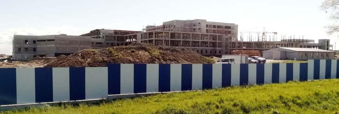 недостроенный онкологический центр разрушается