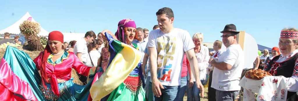 губернатор Алиханов на празднике