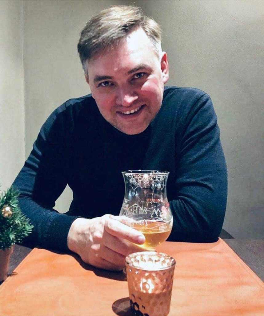 Министр культуры Андрей Ермак не дурак выпить. Поэтому нужно закупать винные столики, а не корм для голодных животных