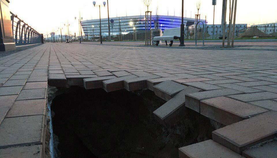 "стадион ""Калининград"" тонет в болоте"