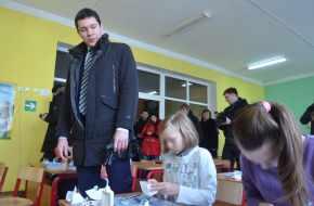 КИДАЛА АЛИХАНОВ. Губернатор обманул даже школьников