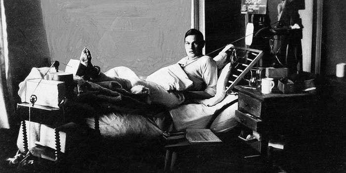 Рихард Зорге в госпитале после ранения
